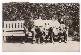 CARTE PHOTO - ALLEMAGNE - HALLE - 2 COUPLES SUR UN BANC EN 1924 - Halle (Saale)
