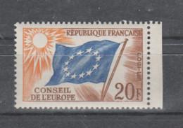 FRANCE / 1958-1959 / Y&T SERVICE N° 18 ** : Conseil De L'Europe (Drapeau 20F) X 1 BdF D (court) - Neufs