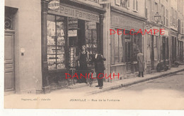 52 // JOINVILLE   Rue De La Fontaine / Marchand De Cartes Postales - Joinville