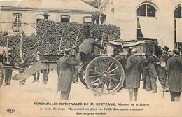France - 92 - Issy-les-Moulineaux - FUNERAILLES NATIONALES De M. BERTEAUX - Ministre De La Guerre- La Levée Du Corps - Issy Les Moulineaux