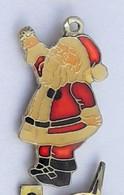 R49 Pin's PERE NOEL Christmas En Pin's Pendentif Achat Immédiat - Natale