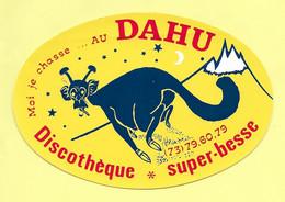 AUTOCOLLANT STICKER - MOI JE CHASSE… AU DAHU - DISCOTHÈQUE SUPER-BESSE - STATION SPORTS D'HIVER MASSIF CENTRAL - Stickers