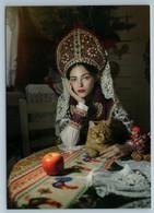 RUSSIAN WOMAN Beauty In Folk Dress Costume Apple Headdress Ethnic New Postcard - Sin Clasificación