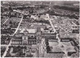 51. Gf. VITRY-LE-FRANCOIS. Vue Aérienne. La Cathédrale Et Le Centre. 8571 - Vitry-le-François