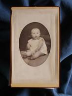 Photo CDV  Rava Camille à Briançon  Bébé Joufflu Assis  CA 1875-80 - L 550-1 - Oud (voor 1900)