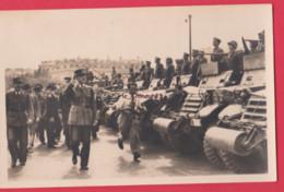 LIBERATION DE PARIS----Le Général De Gaulle Devant Les Blindés - Characters