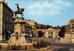 54 - Nancy - La Place Malval Et La Statue équestre De René II - Nancy
