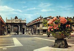 54 - Nancy - La Place Stanislas, La Rue Héré Et L'Arc De Triomphe (1757) - Nancy