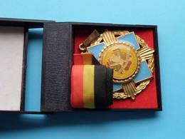 Vereniging Der MEESTER KOKS Van België- Ass. Des MAITRES CUISINIERS ( Willy Krafft Eupen ) +/- 60 Mm. / 105 Gr.! - Elongated Coins