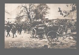 Die Siegreiche Offensive Gegen Italien - Ein Zug Gefangener Italiener Beim Passieren Eines Kriegsmaterialparkes - Photo - Guerra 1914-18