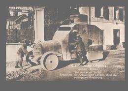 Die Siegreiche Offensive Gegen Italien - Udine - Erbeutetes Ital. Panzerauto Mit Dem Rest Der Gefangenen Besatzung - Guerra 1914-18