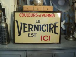 """Ancienne Plaque Enseigne Tôle Publicitaire """" Le Vernicire Est Ici """" - Droguerie"""