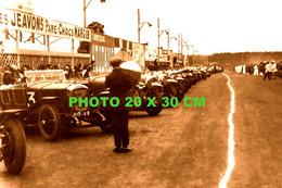 RARE PHOTO SEPIA 20X30 Cm...........24 HEURES DU MANS 1926, JUSTE AVANT LE DEPART - Automobili