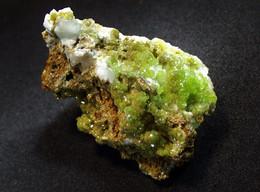 Pyromorphite On Quartz  (3.5 X 2 X 2 Cm.) - Dao Pin Mine - Guang Xi, China - Minerals