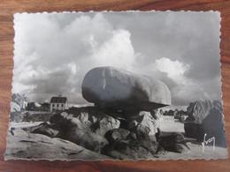 Carte Postale Masse De Granit En équilibre à Trégastel - Dolmen & Menhirs