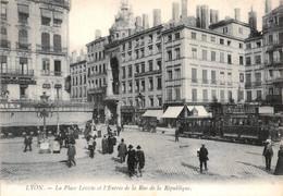 Lyon En 1900 Réédition Combe Place Leviste Le Viste Café De La Paix Tramway Maggi 68 LL - Lyon 2