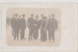 11887.  Fotografia Cartolina Vintage Gruppo Persone Che Pattinano, Pattinaggio Su Ghiaccio Anni '20 - Sport