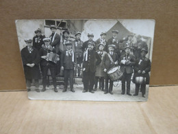 SAINT BOUIZE COUARGUES (18) Rare Carte Photo Groupe De Conscrits Tambour De Ville - Altri Comuni