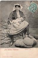 Aux Sables D'Olonne : Une Sablaise Donnant Le Sein à Son Bébé - Sables D'Olonne