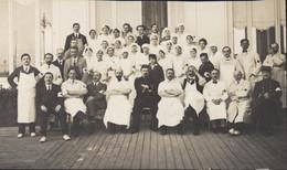Guerre 14 18 Photo De Famille En Terrasse 1915 Personnel De L'Hôpital Auxiliaire N°30 Trouville Sur Mer Calvados - War, Military