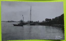 50 / MANCHE - Iles Chausey - La Calle - Bateau Voilier Barque - CPA Carte Postale Ancienne - Vers 1950 - Otros Municipios