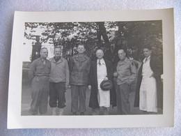 Photo WW2 Médecins Conférenciers Américains Et Le Docteur Weissenbach Hôpital St Louis Paris Le 5 / 9 / 1944 - Documents