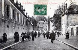 77  MONTEREAU  LA SORTIE DE LA FABRIQUE - Montereau