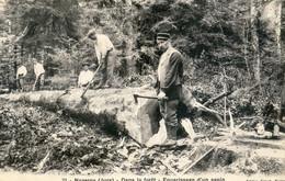 39 - Nozeroy - Dans La Forêt - Équarrissage D'un Sapin - Altri Comuni