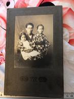 Réal Photo  Cabinet Vers 1915/20 Japon - Japan -  Famille  Japonais   - ÉCRIT - Places