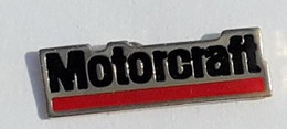 L109 Pin's Auto Car Voiture MOTORCRAFT Pièces Automobiles Exploitée Par Ford Motor Company Achat Immédiat - Ford