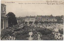 71 MACON Place D'Armes - Revue - La Foule Après Le Défilé - Macon