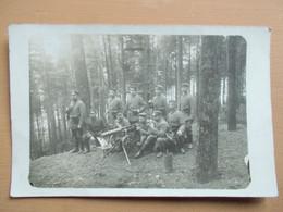 CARTE PHOTO SOLDATS  ALLEMAND MITRAILLEUSE FORET VOSGES ??? - Guerra 1914-18