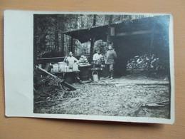 CARTE PHOTO SOLDATS  ALLEMAND -  ABRI CANTINE FORET VOSGES ?? - Guerra 1914-18