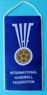 INTERNATIONAL HANDBALL FEDERATION - Official Larger Pennant * Hand-ball Balonmano Pallamano Association Union - Balonmano