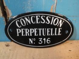 Ancienne Plaque Émaillée Concession Perpétuelle N° Au Choix - Plaques émaillées (après 1960)