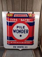 """Ancienne Plaque Émaillée Pile Wonder Type """"Batri"""" Enseigne Double Face - Non Classés"""