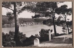 CPSM 83 - SAINT-MANDRIER - Vue Générale - TB PLAN Du Village Au Bord De L'eau + Borne Kilométrique Route - Saint-Mandrier-sur-Mer