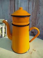 Ancienne Cafetière Émaillée Orange Vintage - Teapots