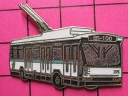 Sp07 Pin's Pins / Beau Et Rare / THEME : TRANSPORTS / AUTOBUS ELECTRIFIE BLANC ET TURQUOISE BR-100 - Transportation