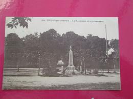 TOULON SUR ARROUX  Monument Et La Promenade 1920 - Altri Comuni