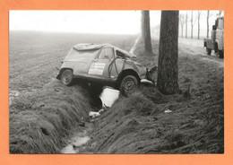 PHOTO RETIRAGE 10 X 15 Cm - ACCIDENT DE VOITURE RENAULT 4L FOURGONNETTE - R4 R 4 - Coches