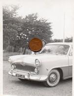 Photographie Originale. Un Femme Et Une Automobile  Simca Régence. - Automobiles