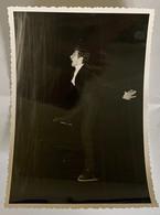 Lot De 2 Photos. Championnats Du Monde De Patinage Artistique. Figure De Patinage. 1967. Patrick Pera. - Deportes