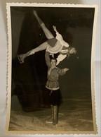 Photo De Sport. Championnats Du Monde De Patinage Artistique. Figure De Patinage. Gudrun Hauss Et Walter Häfner. 1967. - Deportes