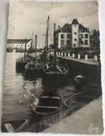 44 Le Croisic 1951 Port Bateaux Peche Barques A Quai Autos Maisons - Le Croisic