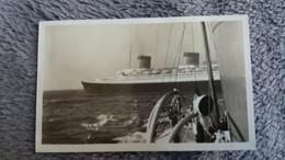 PHOTO BATEAU PAQUEBOT NORMANDIE VELOX  AVRIL 1938 VUE D UN AUTRE BATEAU FORMAT 7  PAR 11.5 CM - Bateaux