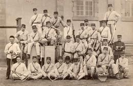 Canon De 75 Et  Servants - Regiments