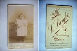 PHOTO CDV  JEUNE FILLE CHIC ET SON JOUET POUPEE ROBE  MODE  Cabinet LANGLOIS  A  PARIS - Ancianas (antes De 1900)