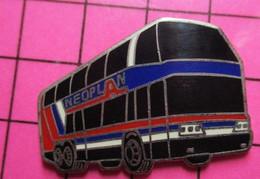 411i Pin's Pins / Beau Et Rare / THEME : TRANSPORTS / AUTOBUS ROUTIER A IMPERIALE NEOPLAN BLEU BLANC ROUGE - Transportation