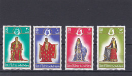 BARHEIN, Costumes Traditionnels,  TP, 215/218, Neufs Belle Gomme - Bahrain (1965-...)